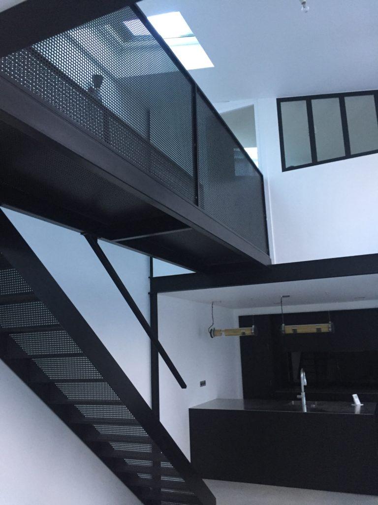 PHIMETAL-Metallerie-Varreddes-Meaux-77-Escalier-passerelle-tole-perforee-Paris